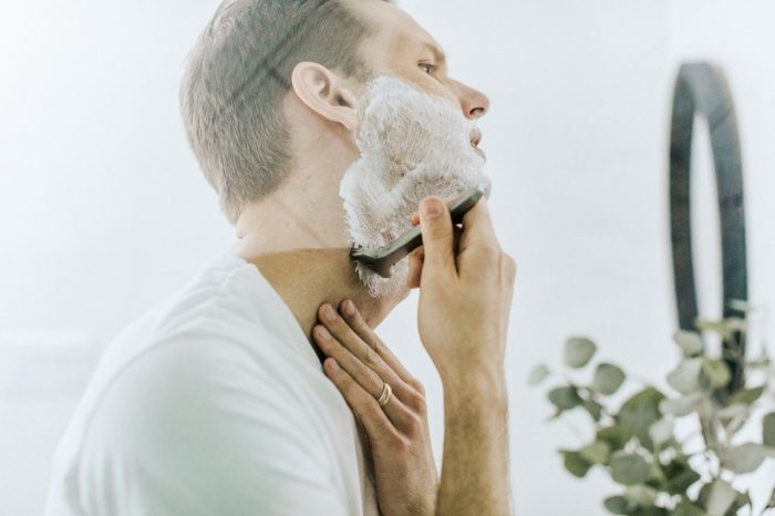 Smooth Shave around the neck dermatologist tips